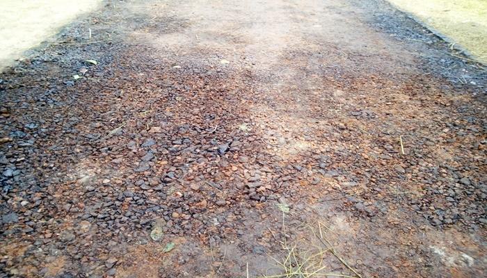 নিন্মমানের রাস্তা বানানোর প্র'তিবাদ করায় চাঁ'দাবাজির মা'মলা