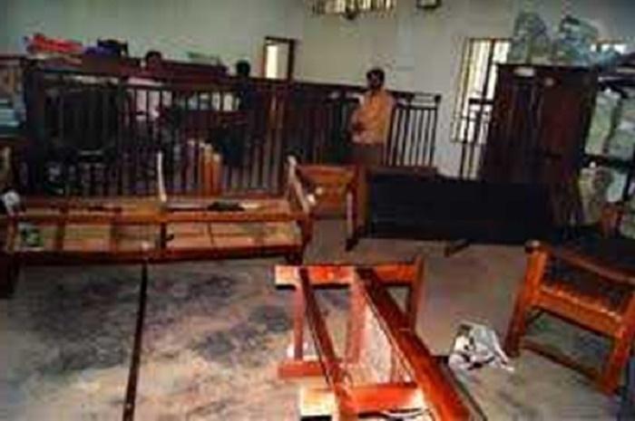বগুড়ায় আ'সামি সা'জা শুনেই কা'ঠগড়া থেকে দৌড়ে পা'লাল