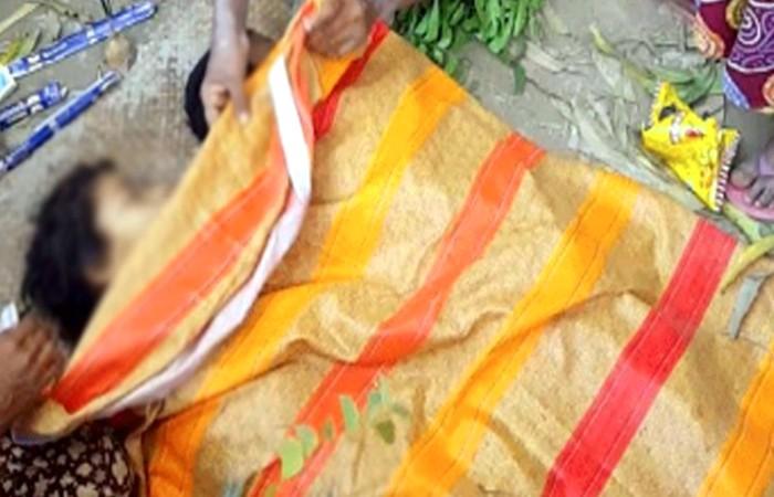 মা গিয়ে দেখেন ছেলে-মেয়ের লাশ পুকুরের পানিতে ভাসছে