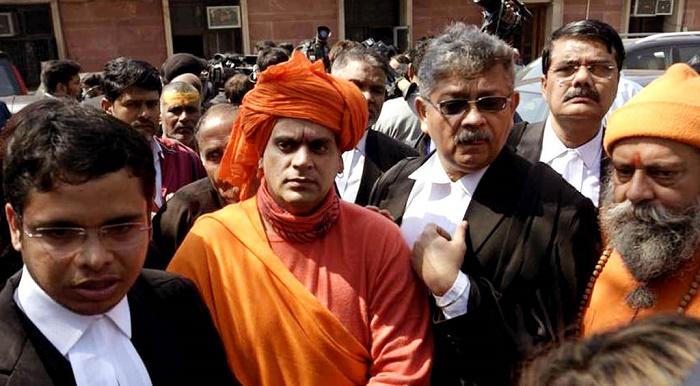 গোবর আর গোমূত্র খেলেই সেরে যাবে করোনাভা'ইরাস : হিন্দু মহাসভা প্রধান