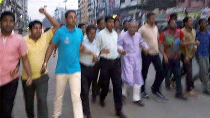 'ইভিএম পুড়িয়ে' নয়াপল্টনে বিএনপির বিক্ষোভ