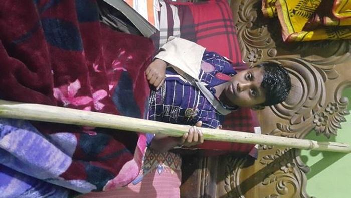 পি'টিয়ে ছাত্রদের হাত ভে'ঙে দিলেন শিক্ষক!