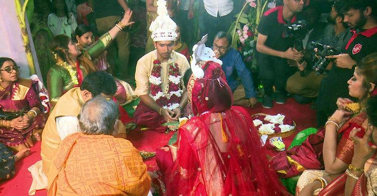 সৌম্যের বিয়েতে স্বজনদের সাতটি মোবাইল চুরি, মারামারি
