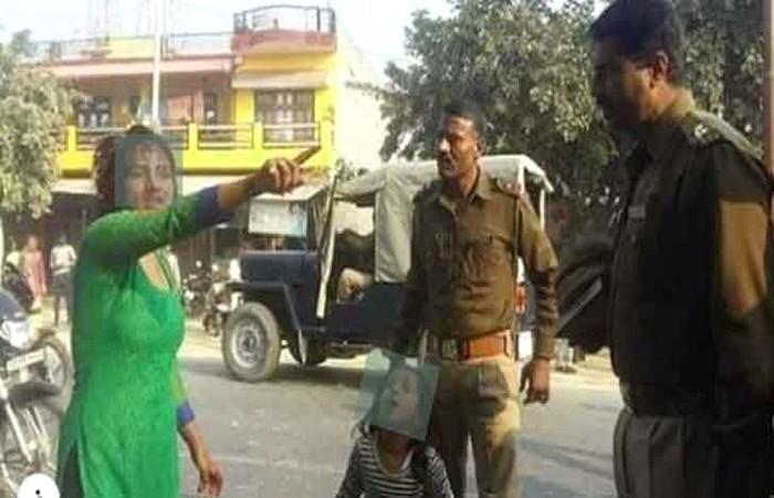 দিল্লি পুলিশ যেন ভাড়াটে গু'ন্ডা!