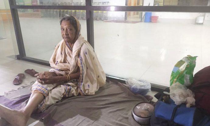 শাশুড়িকে নি'র্যাতন করে টার্মিনালে থাকতে বাধ্য করল ছেলের বউ