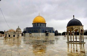 মুসলমানদের তৃতীয় পবিত্র স্থান আল-আকসা মসজিদ দখুলে দেয়া হচ্ছে