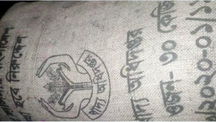 ট্রাক খাদে পড়ল সরকারি ৩৪২ বস্তা চালসহ, ব্যবসায়ী ধরা খেয়ে কা'রাগারে