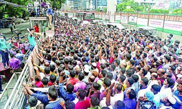 সৌদিপ্রবাসী কর্মীরা টিকিট নিয়ে মহাসং'কটে