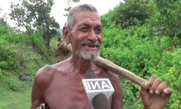 ট্র্যাক্টর উপহার পাচ্ছেন ৩০ বছরে একাই ৩ কিমি খাল খনন করা সেই কৃষক