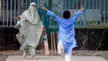 বোরকা পরে ক্রিকেট: সেই মা খেলার বিষয়ে যা বললেন