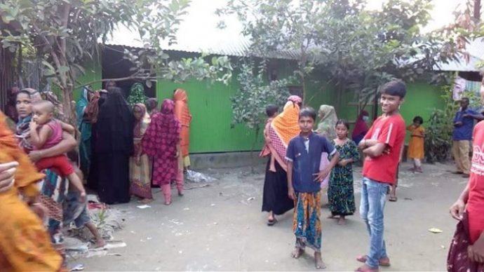 ঘরে প্রতিবন্ধী মেয়ে রেখে আত্মহ'ত্যা করল মা