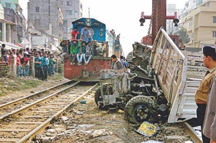 মগবাজারে ট্রেনে কা'টা প'ড়ে যুবক নি'হ'ত