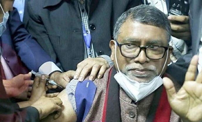 স্বাস্থ্যমন্ত্রী বললেন 'ভ্যাকসিন নিলেই জয়, ভ্যাকসিনে নেই ভয়'