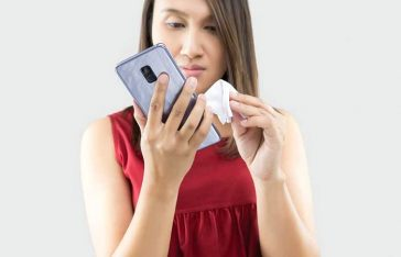 স্মার্টফোন ব্যবহারে যে ৫ ধরনের ভুল করবেন না