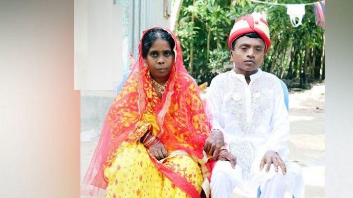 এলাকাবাসী মহাধুমধামে তাদের বিয়ে দিলেন