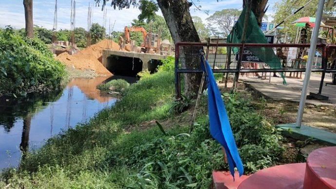 বিজিবি বন্ধ করল বিএসএফের অবৈধ স্থাপনা নির্মাণ কাজ
